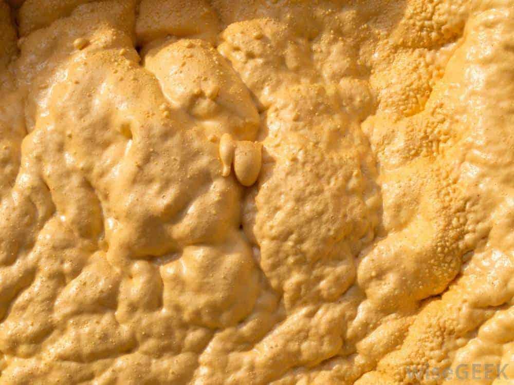 closeup-spray-foam-insulation